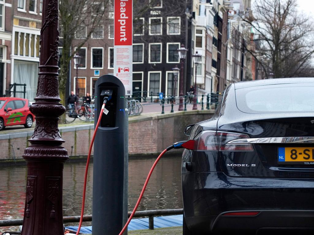 'Europese laadinfrastructuur voor elektrische auto's schiet flink tekort'